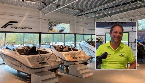 GODT SALG: Vestfold Maritim på Vear omsatte for ca 70 millioner kroner i fjor. Butikken har 18 ansatte hvorav mange mekanikere. – Det er en fordel for kundene våre at vi har egne mekanikere. Går noe i stykker, så har vi folk til å reparere, sier daglig leder Per Arne Jahren-Andersen.