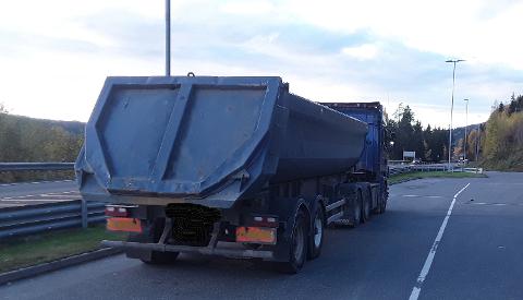 Overlasta: Blant kjøretøyene som ble vinket inn til kontroll ble det nemlig avdekka et overlasta vogntog.
