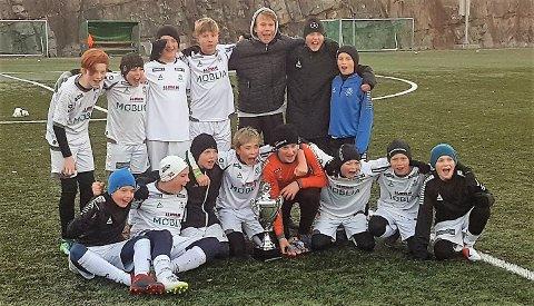 Vinnere: HSVs gutter 12-lag slo til med turneringsseieren i Nesodden Elitecup.