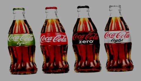 HVER SIN FARGE: Coca Cola er ikke lenger rød og hvit. En beslutning er tatt i Atlanta som ikke mange så komme. Coca besluttet å gi sine fire varianter av den sorte drikken hver sin hovedfarge.