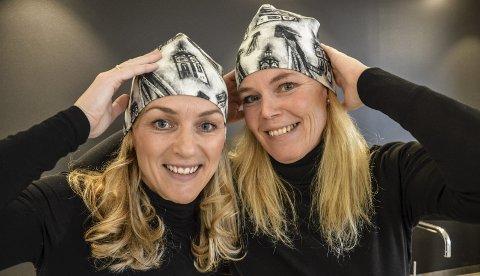 RØROSMOTIV: Røroshuva på Anita Engan og Marie Engan Hernes har motiv av både kjerka og hyttklokka. Foto: Guril Bergersen