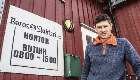 GIR STØTTE: Daglig leder Kjell Ove Oftedahl i Røros Slakteri ønsker også å stimulere til økt grovfórproduksjon. Foto: Inge Morten Smedås