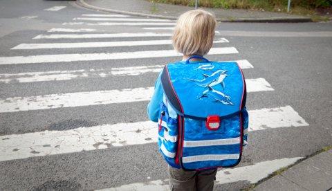 GRUER SEG: Noen barn gruer seg til å gå på skolen. Det kan du gjøre noe med! Les under og finn ut hvordan.