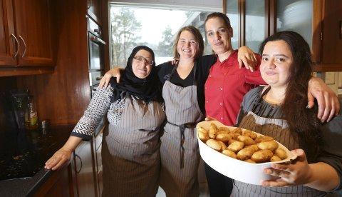 Bokaktuelle: Firkløveret bak de gode oppskriftene, Norjan Tarzi (til venstre), Frida Fred Dørsdal, kokk Helene Osli og Baraa Tarzi. Retten på bildet heter Brudens lår.foto: Stig Sandmo