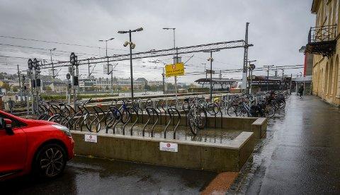 Læreren avtalte å møte det han trodde var en 14 år gammel jente på Drammen stasjon. Da han møtte opp ble han pågrepet.