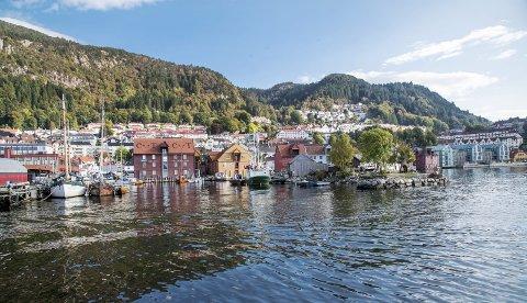 Trond Tystad mener det er et under at byens historiske sentrum har overlevd krig og modernisering. Spaltisten er glad for at byrådet bevilger 25 millioner kroner til å utvikle og og verne Kystkultursenteret i Sandviken.