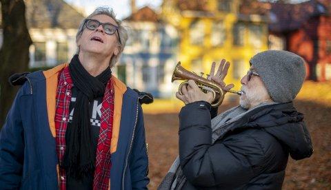 Retur: To av aktørene i regissør Tore Vagn Lids versjon av «Peer Gynt», Bjørn «Bamse» Willberg Andersen og Per Jørgensen står atter sammen på scenen.Foto: Kai Flatekvål