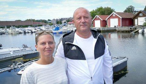 Uten båt: Randi Sunde og Espen Espedal har funnet båten sin, men kan ikke brukes.