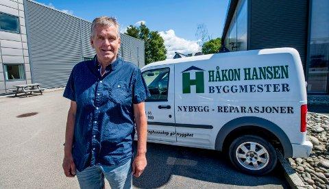 Rekord: Håkon Hansen og resten av familien kan gå sommeren blidt  i møte etter at 2016-regnskapene viser rekordomsetning for byggmesterfirmaet. Han, kona Hilde Ahlgren Hansen og døtrene eier selskapet sammen.