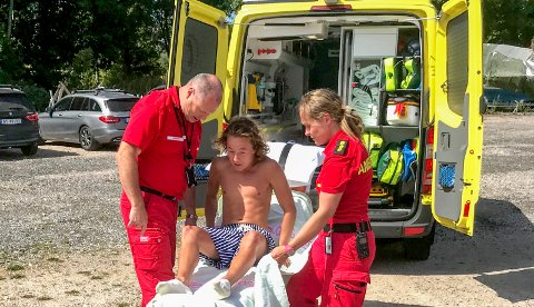 Ulykke: Ambulansen var raskt på stedet. Hans William Holbye viste seg å ha fått hull på begge lungene, samt blødning i den ene. Han hadde også flere større blåmerker.