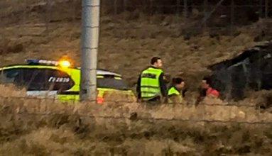 En svenske ble stoppet da han gikk langs E18.