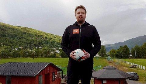 STARTER FREDAG: Turneringsleder Aleksander Biti og hans stab åpner Gratangsturneringen i fotball fredag. Den varer til søndag har nærmere 130 lag.