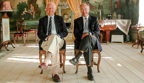 VENNER: Ove (t.v.) og Westye Høegh, samt familierediet Leig Høegh har vært gode støttespillere for Stiftelsen KNM Narvik.
