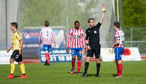 Her får Mathias Engebretsen det røde kortet mot Moss.