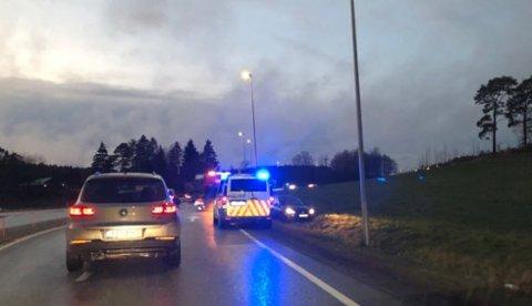 Fører av personbilen klarte ikke å holde bilen på veien. (Foto: Leser)