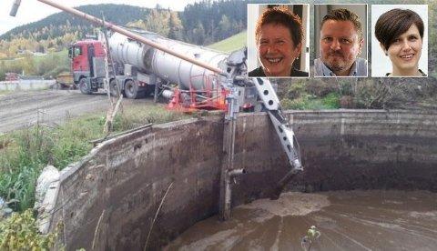 FIKK ROS: Biogassprosjektet i Tryglavik høster lovord fra politikerne. På bildet ser vi hvordan en semitankbil laster biorest i et annet lignende anlegg. Avfallet kan brukes i en reaktor til å produsere biogass.