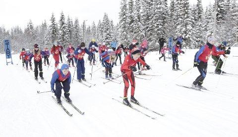 EGET RENN FOR BARN: De siste årene har Barne Åsan blitt arrangert som en fellesstart i tillegg til de aktive klassene. I år skal de yngste gå 5,5 km og de aktive skal gå en runde på 7,5 km tre ganger.