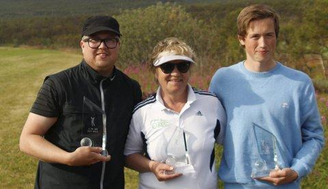 SammenlagtVinnerne av Harila Finnmark GolftouR: Ken Are Bongo ( B-klassen) , Ragnhild Evjen ( damer) og Martin S.Nilsen ( herrer). Kirsten Wirkola, Alta vant damer B ( ikke med på bildet )