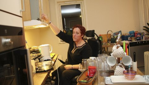 Venter: Belinda Bithi har ventet på kjøkkenet i to måneder. Dette er både en psykisk og fysisk belastning.