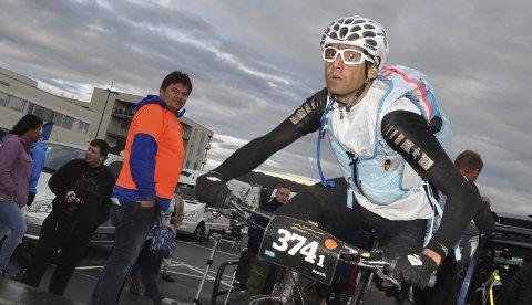 DELTAR: Kaj Helge Helgesen fra Alta var med på vinnerlaget i Offroad Finnmark 300 i år. Han stiller til start på Skaidi Xtreme i år, og skal dermed blant annet konkurrere mot en av verdens beste terrengsyklister i tillegg til sin lagkamerat på vinnerlaget under OF300, Daniel Boberg Leirbakken.Foto: Oddgeir Isaksen