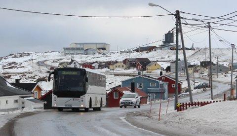 BRÅK: Elever som følger skolebussen ut av Vadsø, opplever mye bråk. Onsdag fulgte to politifolk med på deler av turen. Nå tas saken opp i formannskapet.