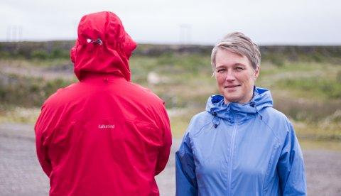 TRIM SOM FOREBYGGING: Mannen i rødt er en av de tidligere rusmisbrukerne som har benyttet seg av ROP sitt tilbud «Hverdagstrim for tilfriskning» . Den som leder Trimgruppa er Siv Eines som jobber i ROP Vadsø.