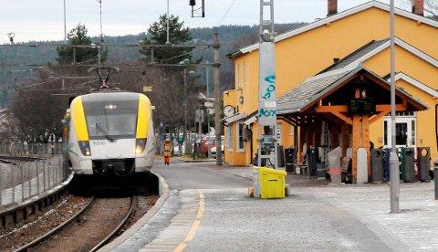 Lengre tog: Ordførere og varaordførere rundt fem grenbaner inn til Oslo mener intercity-satsingen har gjort at banene – deriblant Kongsvingerbanen – er blitt glemt. I et samlet opprop ber man om lengre tog for å få flere mennesker inn på togene.