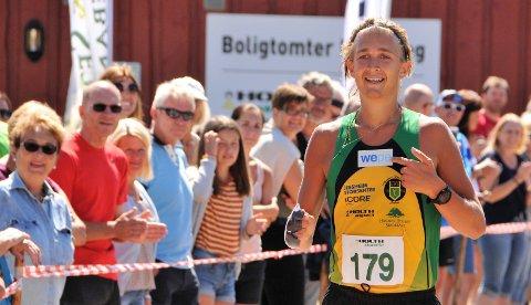 Smiler igjen: Markus Lysaker Høgne er endelig skadefri og i gang igjen. I helgen løp han tre distanser i U23-NM i friidrett på Bislett. Bildet er tatt etter Unionsmarathon på Rømskog. Hans eneste konkurranse før helgens NM. Foto: Øivind Eriksen