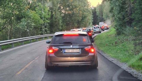 TETT: Slik så det ut på vei til jobb for ganske mange romerikinger mandag morgen.