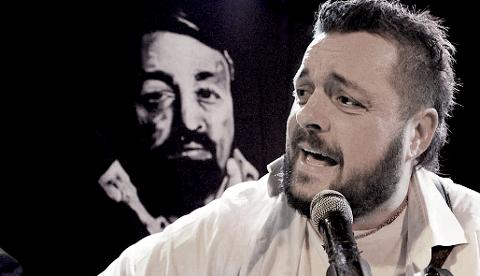 POLAREN CORNELIS: Svein-Ove Pettersen er vokalist i bandet, som hyller den svenske visesangeren Cornelis Vreeswjik.