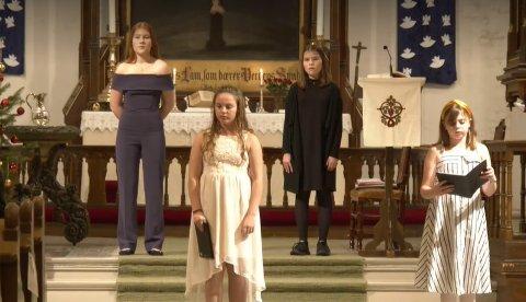 Kragerø jentekor medvirket på julegudstjenestene i Kragerø kirke. Bildet er fra den KV-sendte julegudstjenesten.