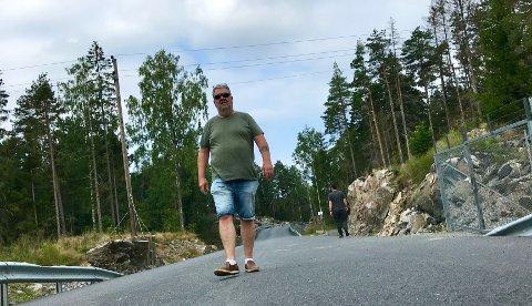 Oppgitt: - Dette er jo blitt en motorvei med autovern i skauen, sukker Bjørn Myhr. Nå har han attpåtil ikke møtt en lastebil på lang tid.