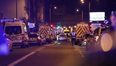 Politiet sperret av området etter at en mann kjørte en varebil inn i folkemengden ved en moské i London. Én person er pågrepet. Foto: Yui Mok (PA Photos / NTB scanpix)