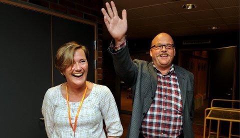 FREM OG TILBAKE: Leif Waarum (Ap) og Elin Synnøve Solberg (H) hadde begge grunn til å smile etter valget i 2011. Nå går Ap mest fram og Høyre mest tilbake i Vestre Toten. Arkivbilde