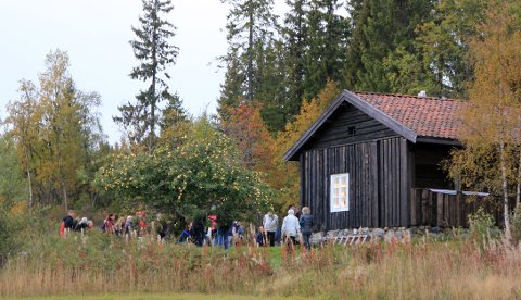 SAMLES TIL MESSE: På en husmannsplass i Bergegarda blir det jegermesse tirsdag.