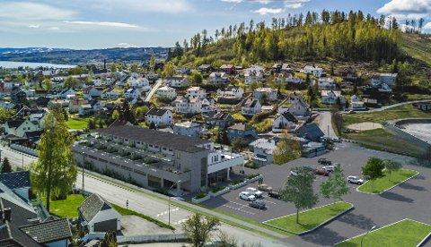 NYBYGG: Slik tenker utbygger seg leilighetsbygget samt butikk ved Fastland. Plan 1 AS har startet planprosessen med kommunen. Rådmannen vender tommelen ned.