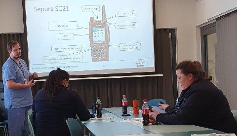 OPPLÆRING: Helseansatte i Østre Toten på opplæring i bruk av nødnett.