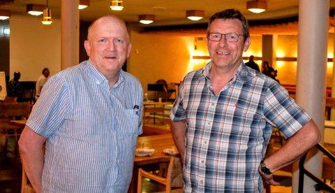 SA NEI: Jon Odden (Ap, t.v.) og Erik Bjørnsveen (Bl) ønsker å beholde sentralbordfunksjonen i eget rådhus.