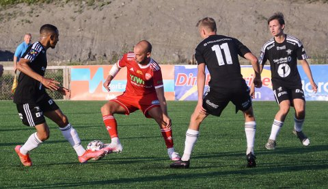 NYKOMMER: Polske Philip Burchardt spilte sin første kamp for FK Toten, men måtte forlate banen med noe som så ut som en strekk bak i låret.