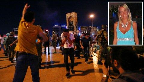 IKKE REDD: Tilhengere av Tyrkias president Tayyip Erdogan trekker unna etter at det er blitt avfyrt skudd i lufta av militæret ved Taksim-plassen i Istanbul. Mette Hjort fra Elverum bor i Tyrkia og var ikke redd, da hun fikk høre hva som skjedde. (Foto: Murad Sezer / Reuters / NTB scanpix)
