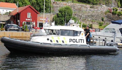 Politibåten som har base i Brevik, er i aktiv sjøtjeneste i hele sommer.