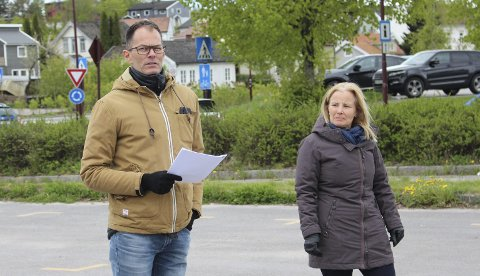 MEDHOLD: Marius Lid og Ebba Friis Eriksen har fått medhold fra Fylkesmannen i at tvangsmulkt er riktig for ulovlige tiltak på Sandøya.