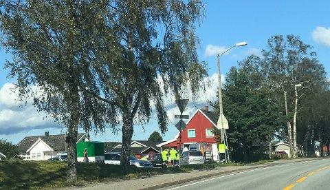KONTROLL: Statens Vegvesen holdt kontroll i Storgata i formiddag, like ved Rakkestad stadion.