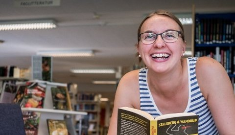 Maud Jeanette Woll, fagleder ved Rakkestad bibliotek, forteller at mange låner bøker digitalt.