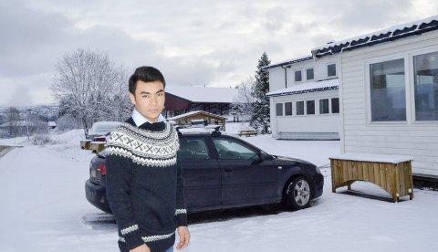 Alene igjen: 17 år gamle Yazdan fra Afghanistan er på vei til det åttende mottaket etter at han kom til Norge i oktober 2015. – Nå er jeg alene igjen, sier han. Foto: Toril S. Alfsvåg