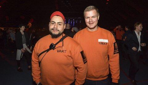 Får med seg alt: Hans Andreas Straumfors (t.v.) og Jim Roger Halland er innleide fra Selfors gym for å holde øye        med alt som skjer på Rød snø. Foto: Trygve Ulriksen Skogseth