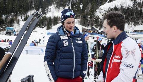 Trener for det norske utviklingslandslaget i skiskyting de siste fire årene, Anders Brun Hennum, kan ikke fullrose B&Y ILs Fredrik Gjesbakk godt nok som lagspiller. – Han har vært et lim i laget, sier han.