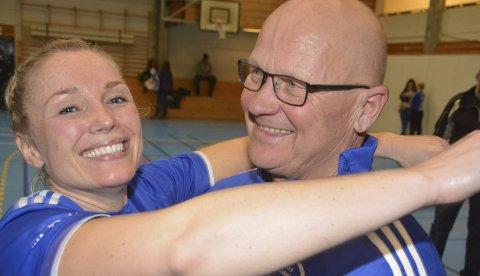 Tusen takk for alt: Svanhild Berntsen takker trener Svein Grøneng for alt han har gjort.Foto: Petter Sand