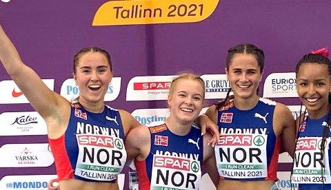 Jubel: Moelven Friidrett kan se tilbake på et veldig bra U20-EM i Tallinn.  Her ser vi klubbens kvinnelige utøvere, Maren Bakke Amundsen og Sigrid Kongssund Amlie ( nummer to og tre fra venstre). På flankene ser vi Nora Haugen (venstre) og Astri Ertzgaard.