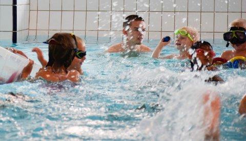 Barn i Svensrud natur- og idrettsbarnehage i Ringeriksbadet. Mange benytter seg av tilbudet på fritiden.